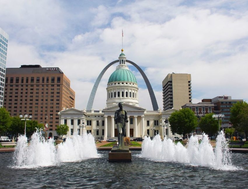 st louis arch - great place to visit in missouri